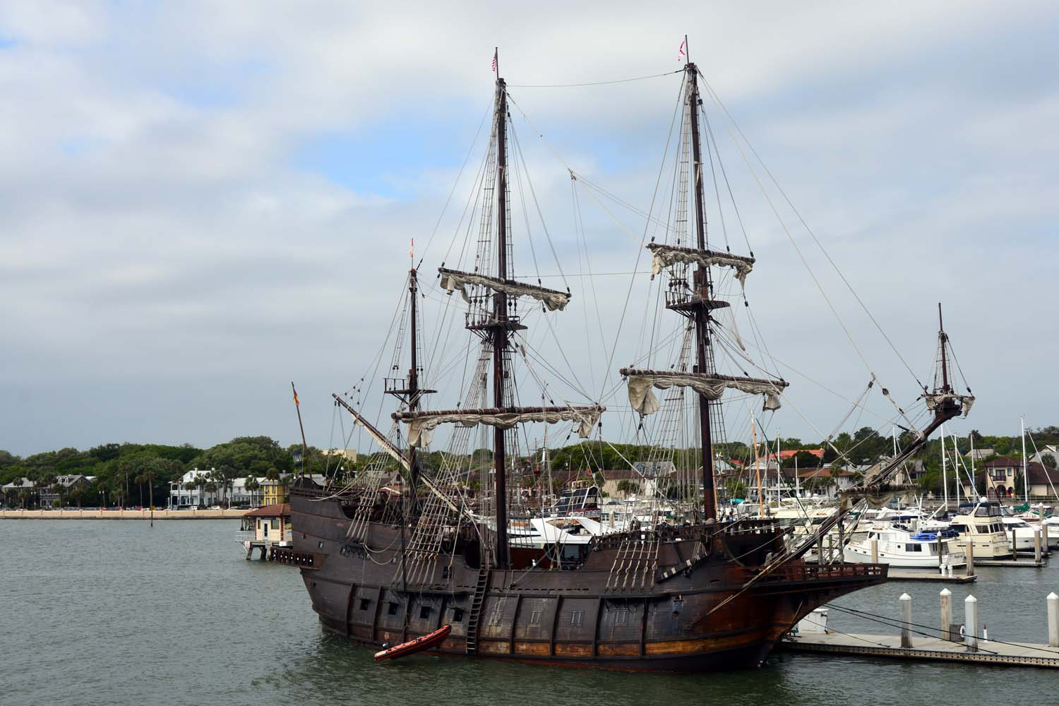 The El Galeon 16th century Spanish galleon 1/1 replica