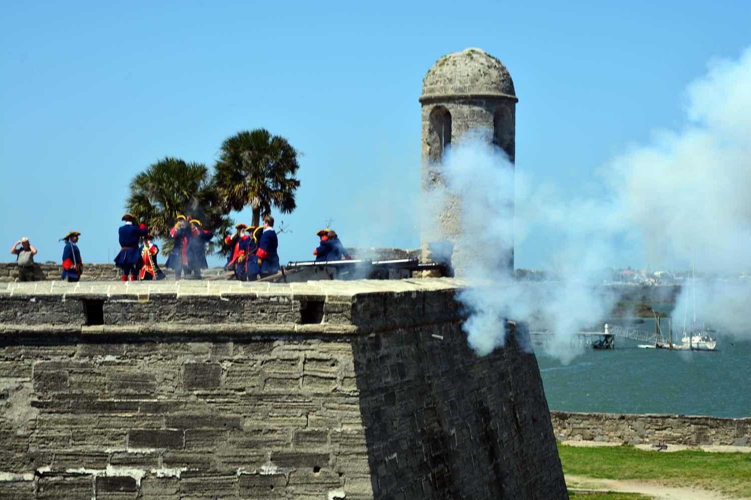 Castillo de san  Marcos fort reenactment draws a large crowd